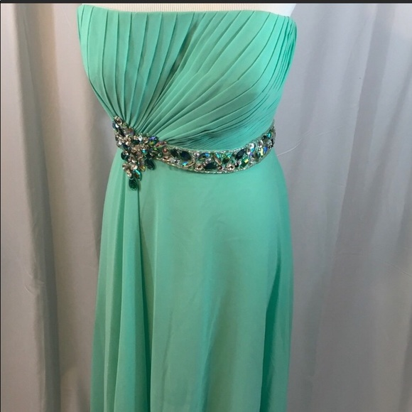 Dresses & Skirts - Mint color prom dress